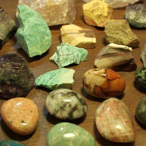 Ásvány kövek és dísztárgyak