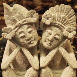 Kő szobrok